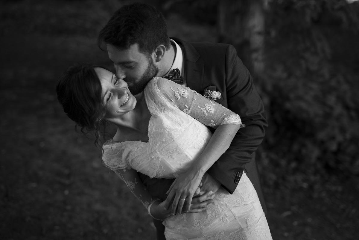 baiser vole du marie au chateau des martinanches