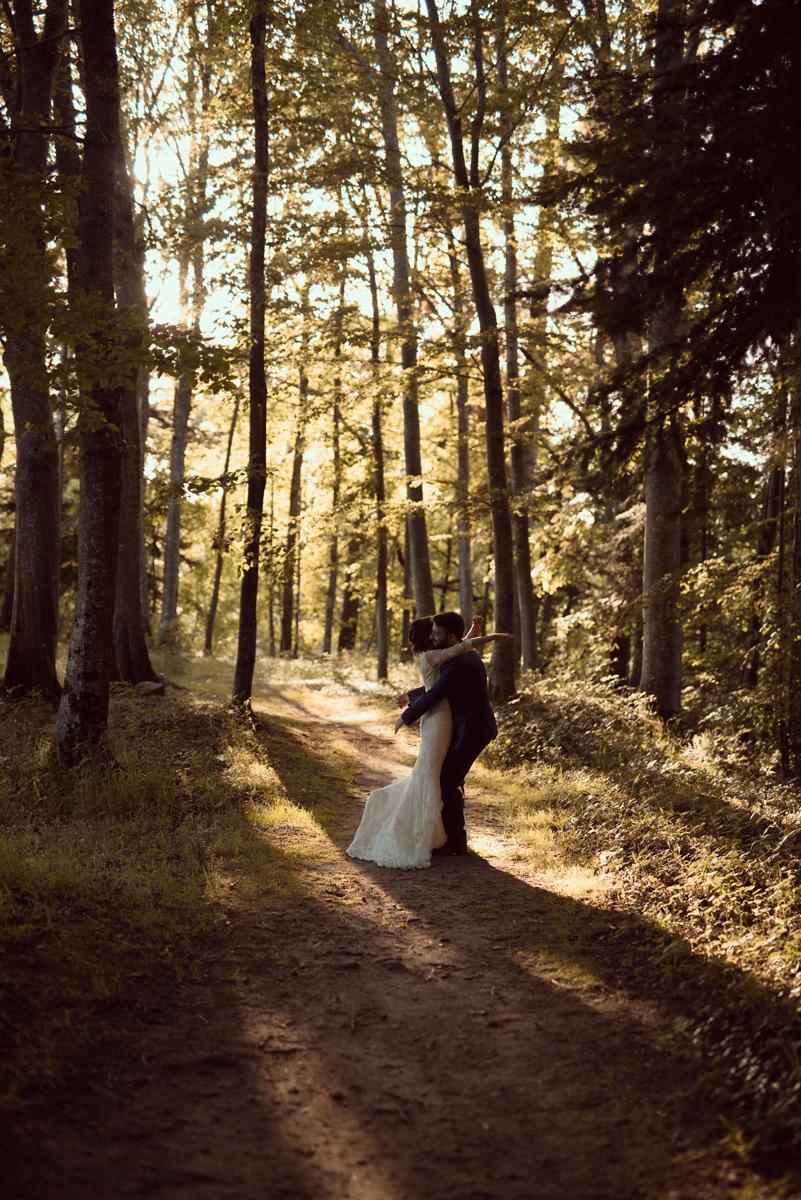 seance couple dans la foret du chateau des martinanches