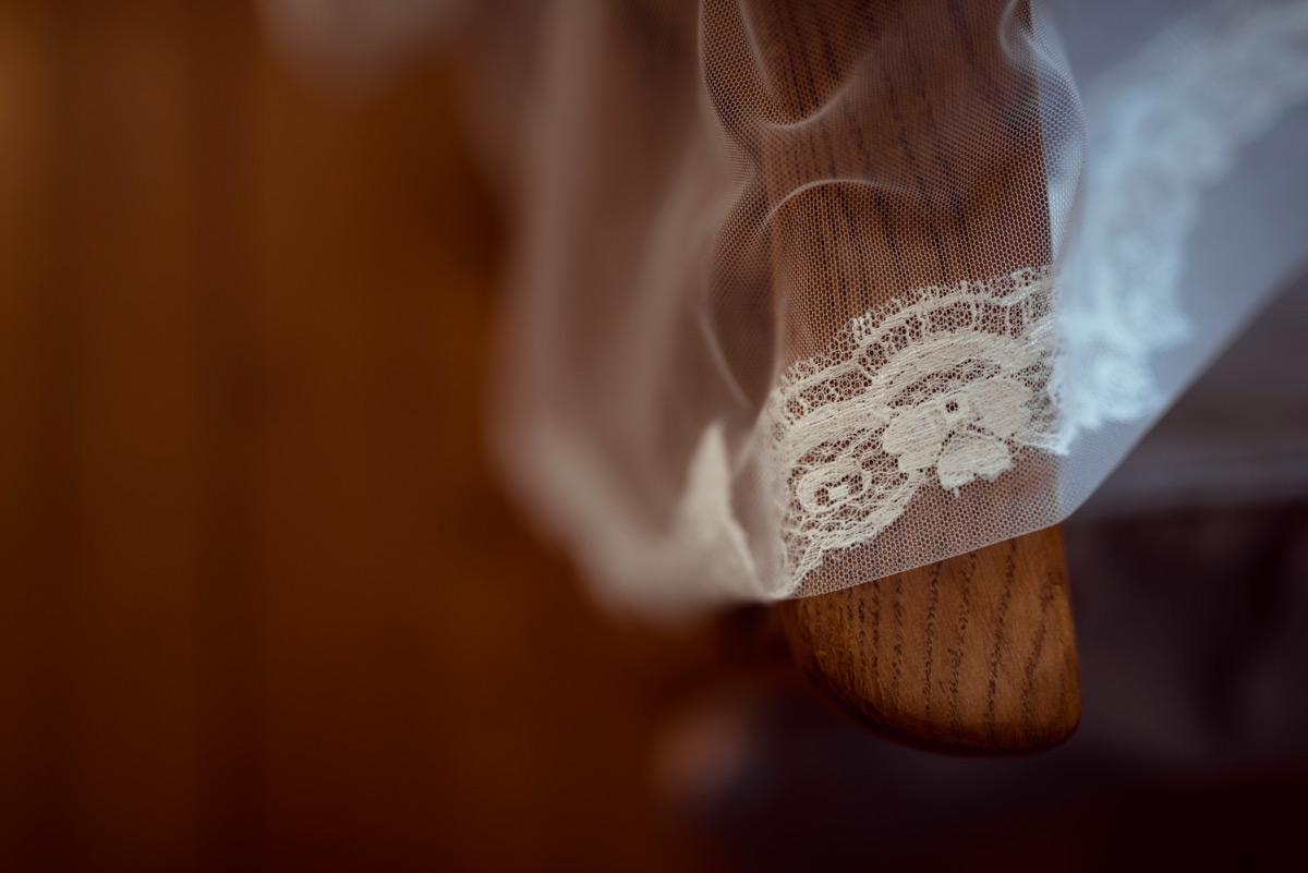 details de la robe de la mariee à courpiere